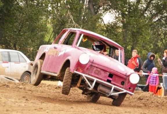 """""""Pflügen auf Rüben"""" Dreschfest & Trabi Rallye"""