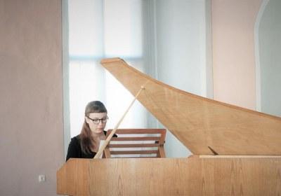 Musikalische Leitund und Cembalo, Babett Hartmann