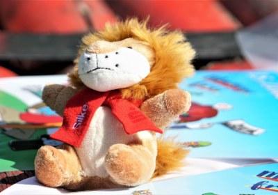 Kleiner Löwe mit Namensschild
