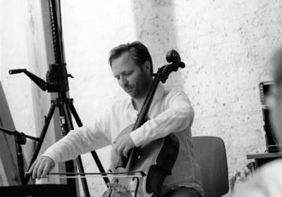 ideenreich am Violoncello-Sascha Werchau