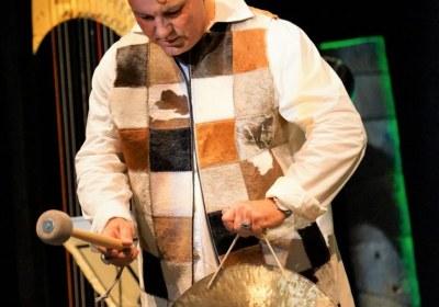 Beat Toniolo schlägt den Gong