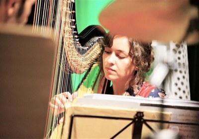seidenweich auf der Harfe-Leonie Sowa