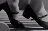 Tanzende Füße und gebrochene Flügel