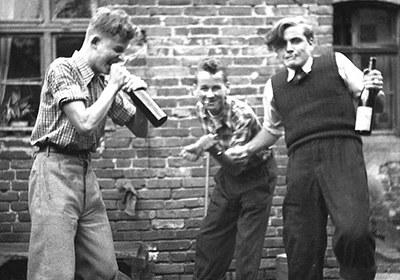 Sch¸ler feiern in F¸rstenwalde, 1953