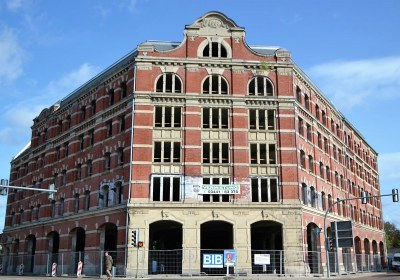 01 Imposanter Anblick_eh. ZEKIWA-Hauptgebäude Kreuzung Badstubenvorstadt_Geschwister-Scholl-Straße_06.10.2020 (c) Stadt Zeitz