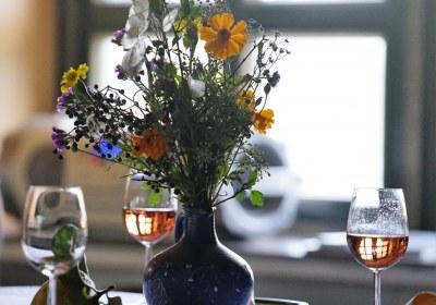 Blumen und Wein