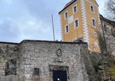 zu Füßen der Burg